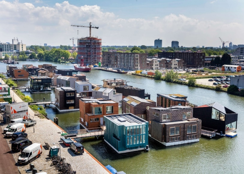Dutch floating community rises to the challenge of climate change